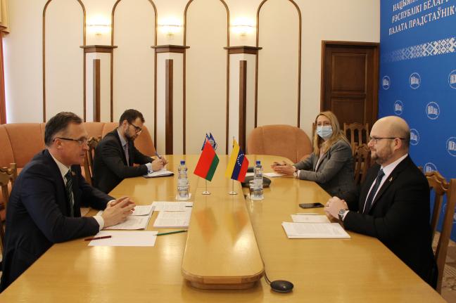 Встреча А. В. Савиных с послом Венесуэлы в Беларуси