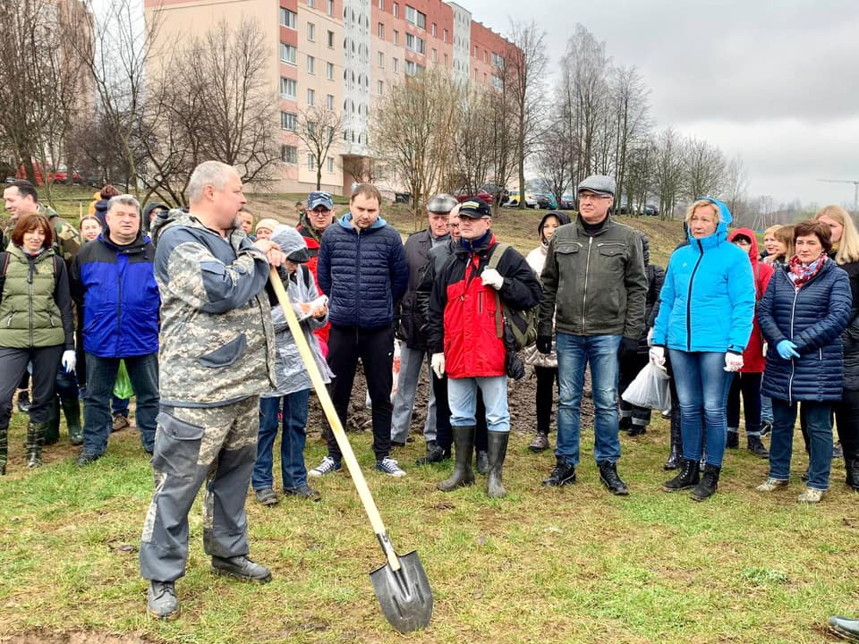 Депутат Андрей Савиных принял участие в субботнике в своем Чкаловском избирательном округе № 96